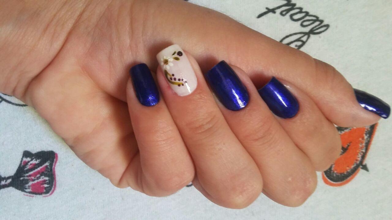 azul, branco, flores unhas  manicure e pedicure
