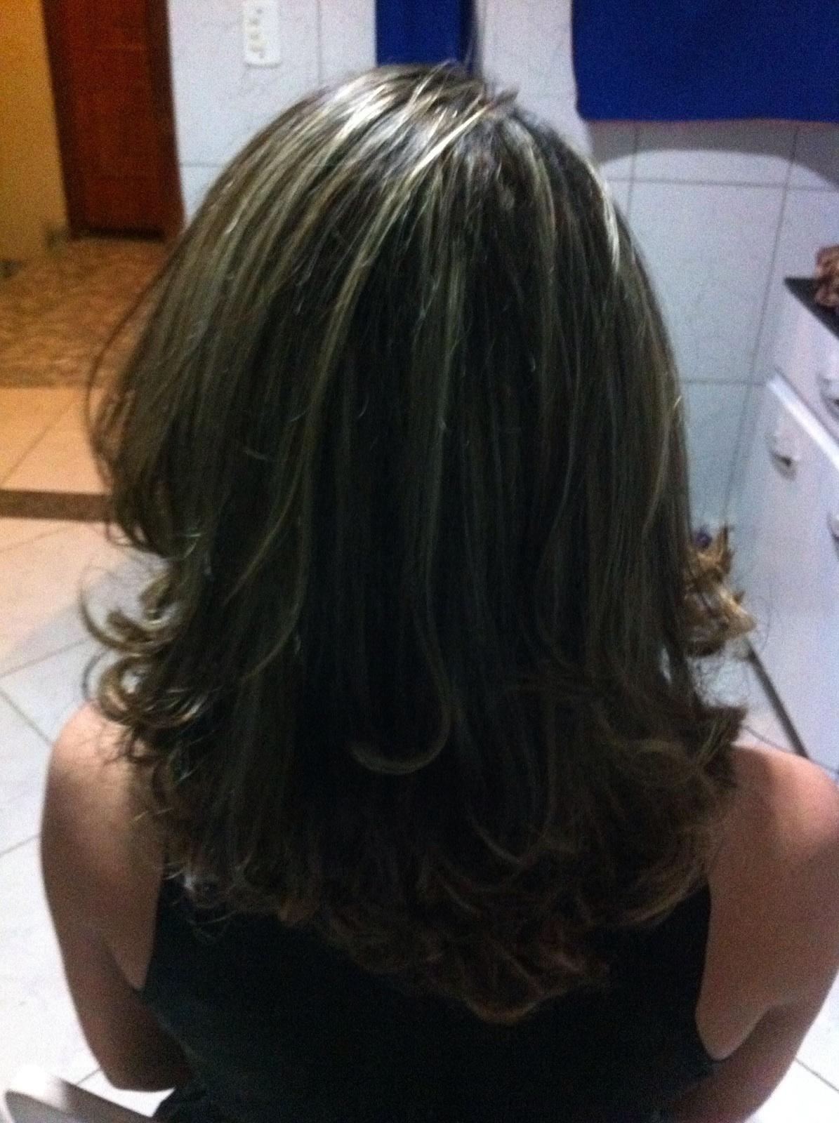 Corte e luzes auxiliar cabeleireiro(a)