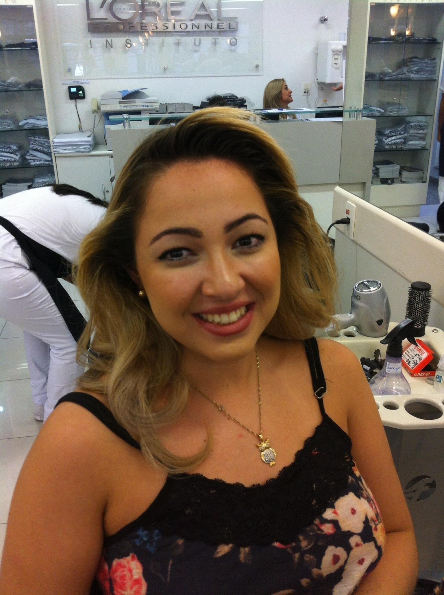 ESCOVA COM VOLUME FRONTAL cabeleireiro(a) maquiador(a)