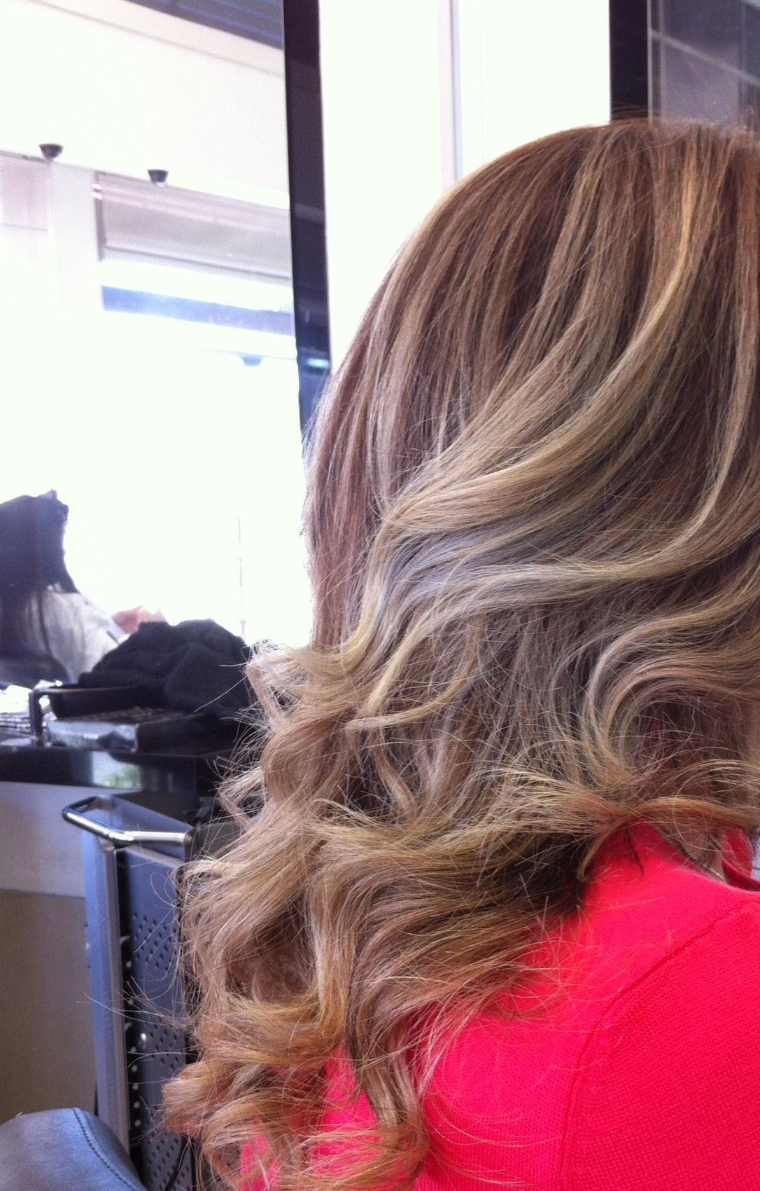 OMBRE HAIR cabeleireiro(a) maquiador(a)