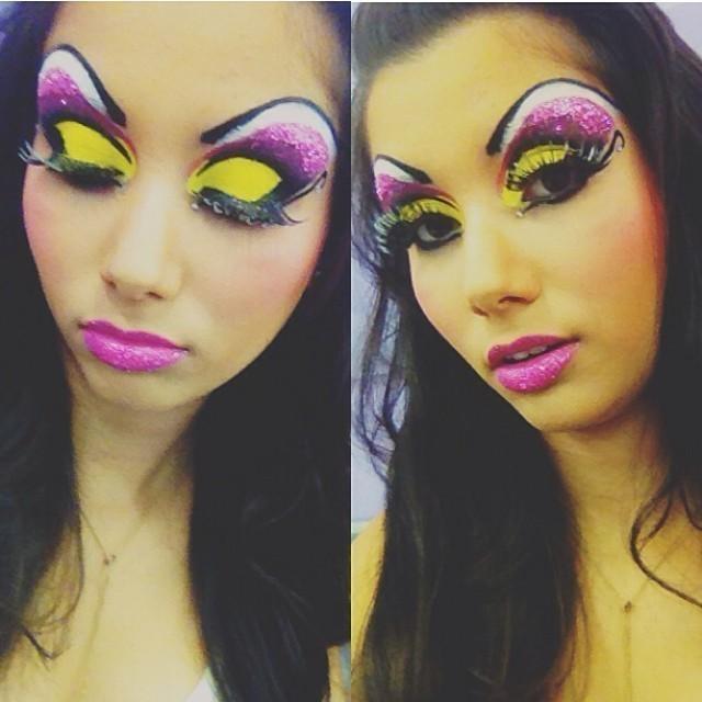 Automaquiagem drag queen Maquiagem realizada durante o curso de maquiador profissonal no instituto embelleze. Aula de maquiagem drag queen.  recepcionista esteticista maquiador(a) designer de sobrancelhas