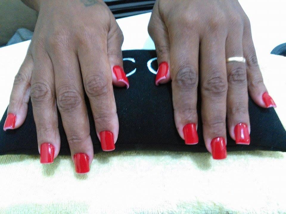 Alongamento em Acrigel com Esmaltação Simples manicure e pedicure maquiador(a)