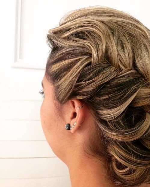 Penteado preso com tranças cabeleireiro(a)