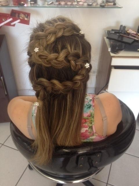 penteado para festa (Mae de formanda) auxiliar cabeleireiro(a) assistente maquiador(a)
