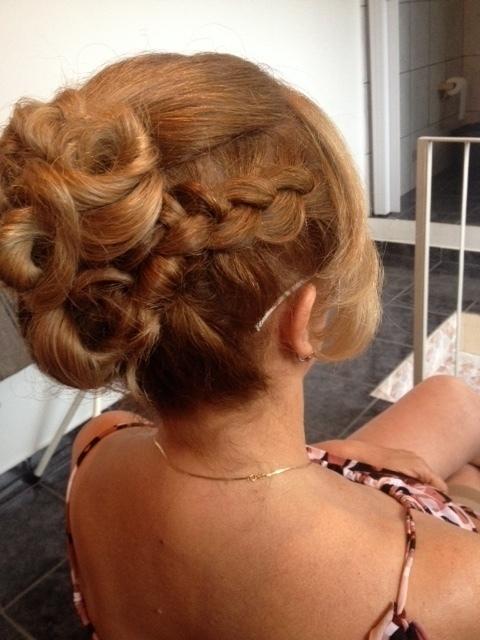 penteado madrinha (2) auxiliar cabeleireiro(a) assistente maquiador(a)