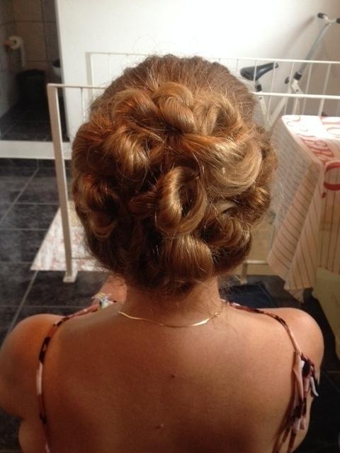 penteado madrinha auxiliar cabeleireiro(a) assistente maquiador(a)