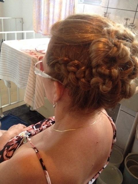 penteado madrinha (1) auxiliar cabeleireiro(a) assistente maquiador(a)