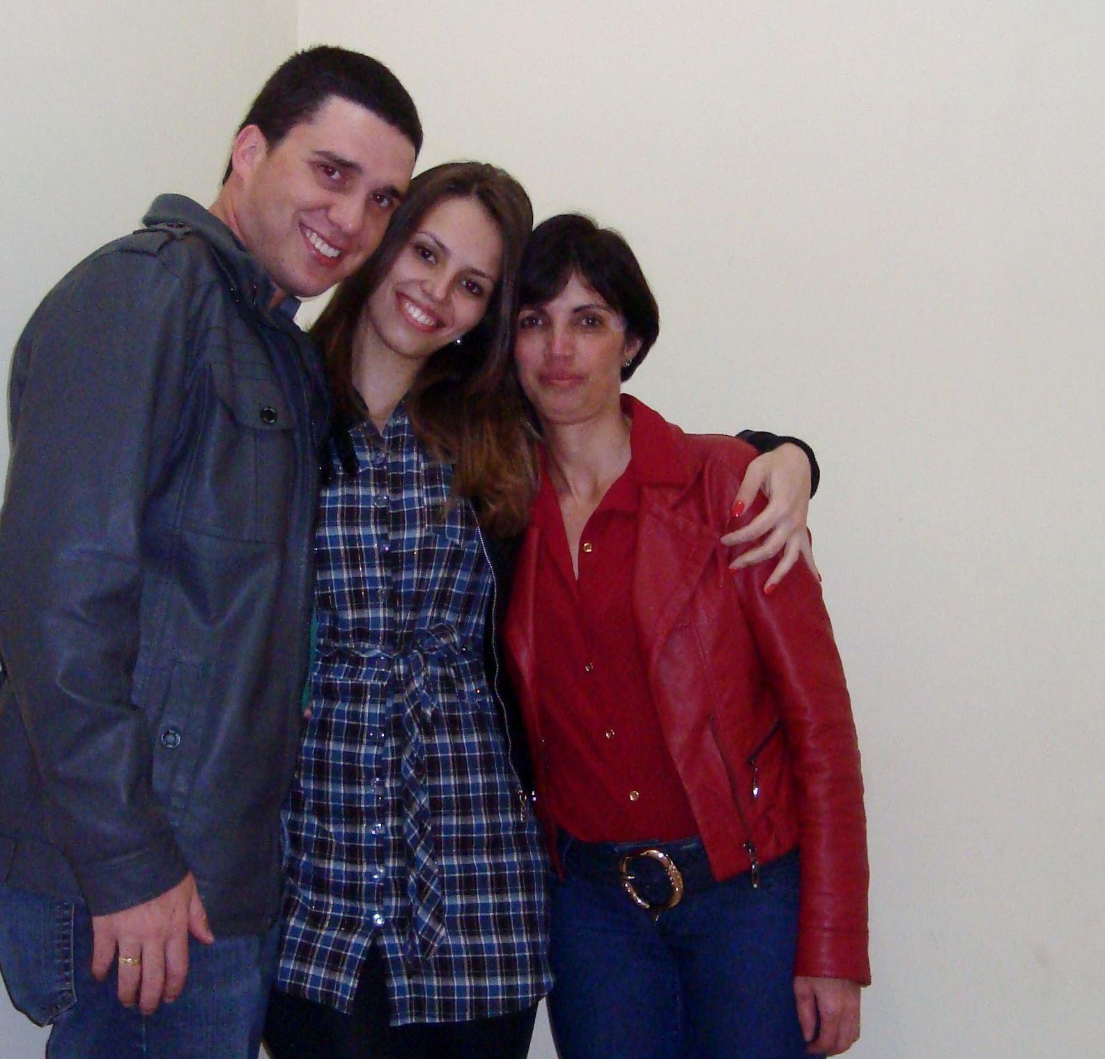 Mha família mha vd Com ajuda da mha filha e do meu genro cabeleireiro(a)