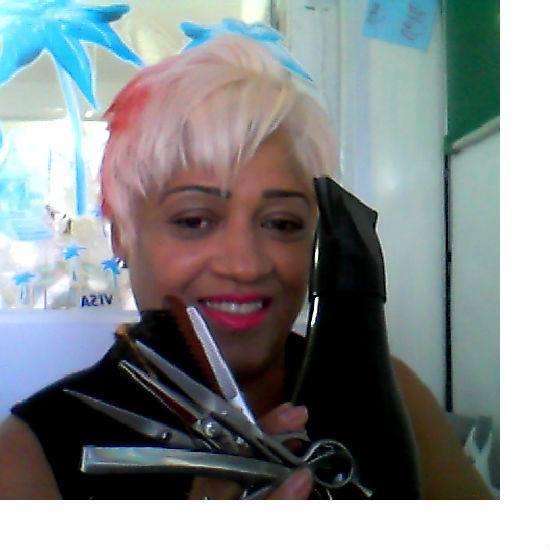 Eu com meus fios brancos e rosa e na nuca vermelho vibrante 7.76 cabeleireiro(a) stylist maquiador(a) massagista visagista