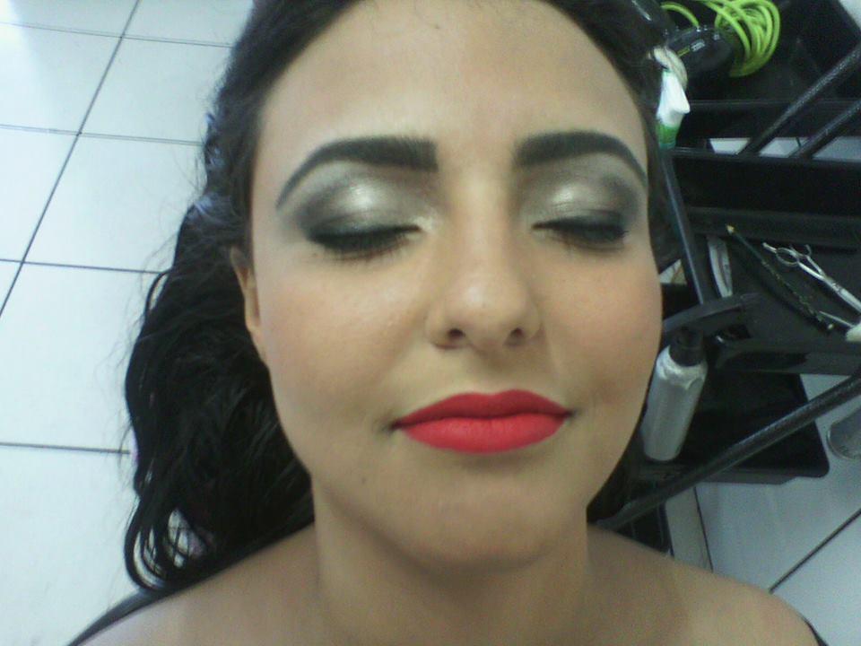 Luzes e ombre-hair e maquiagem cabeleireiro(a) stylist maquiador(a) massagista visagista
