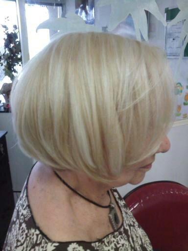 maquiagem e penteado e corte e cor, e luzes....,  Este cabelo, eu fiz reversão no branco natural. Com 8.31 cabeleireiro(a) stylist maquiador(a) massagista visagista
