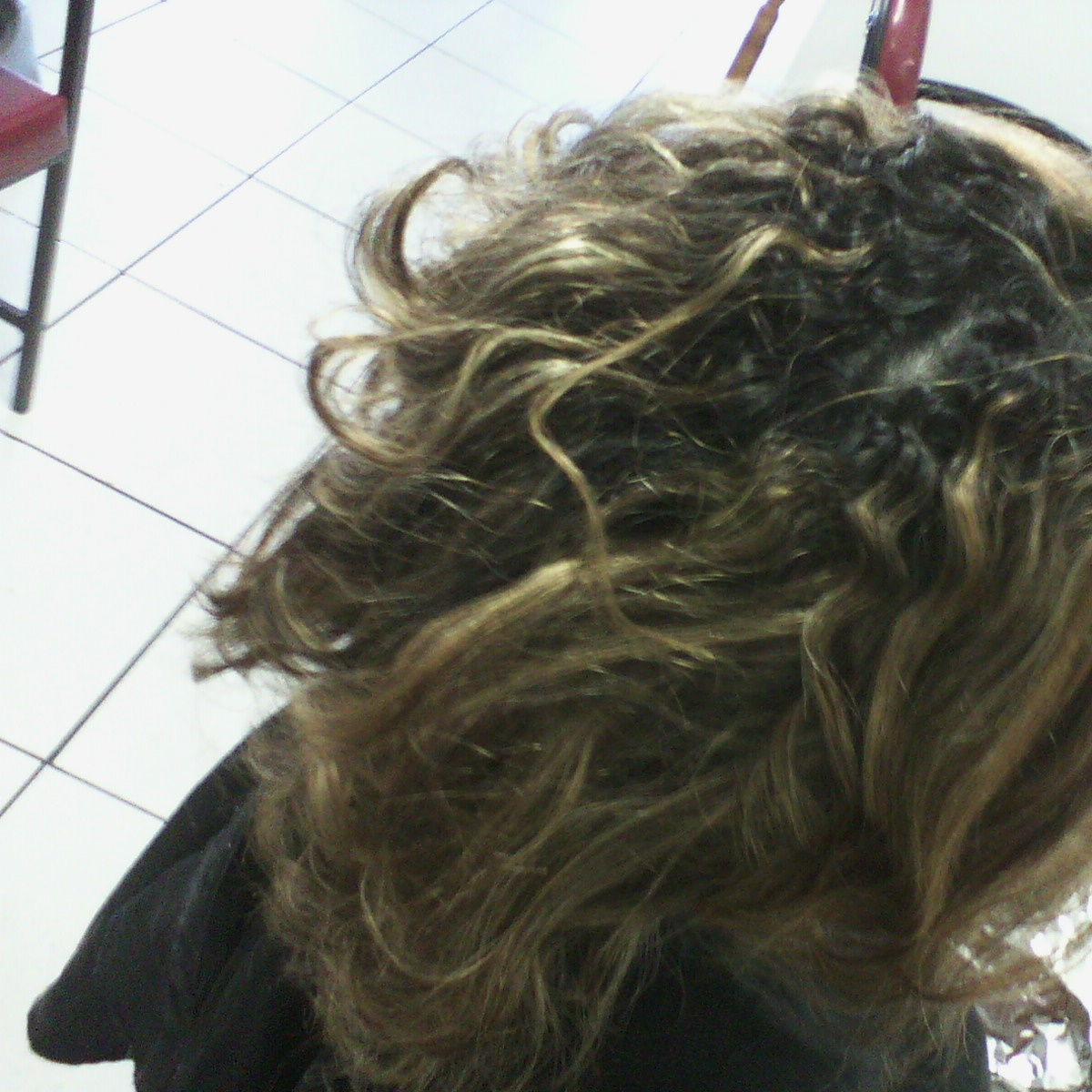 maquiagem e penteado e corte e cor, e luzes...., Vani Gomes. Antes 2 cabeleireiro(a) stylist maquiador(a) massagista visagista