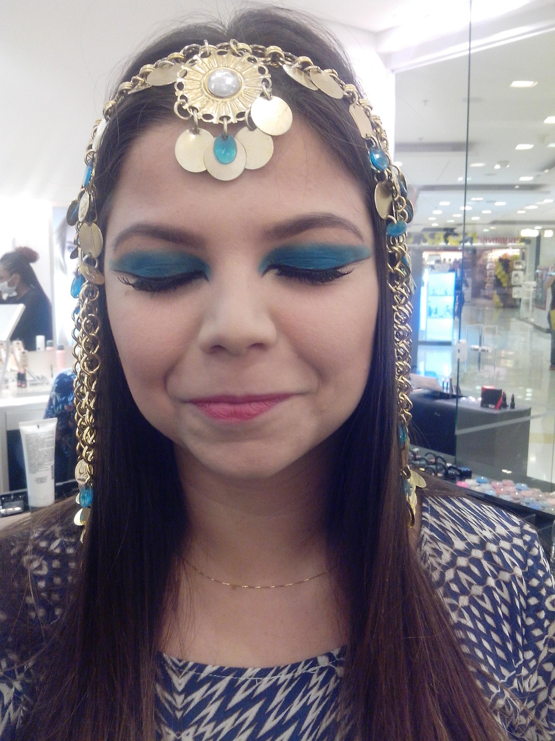 maquiador(a) designer de sobrancelhas recepcionista caixa vendedor(a)