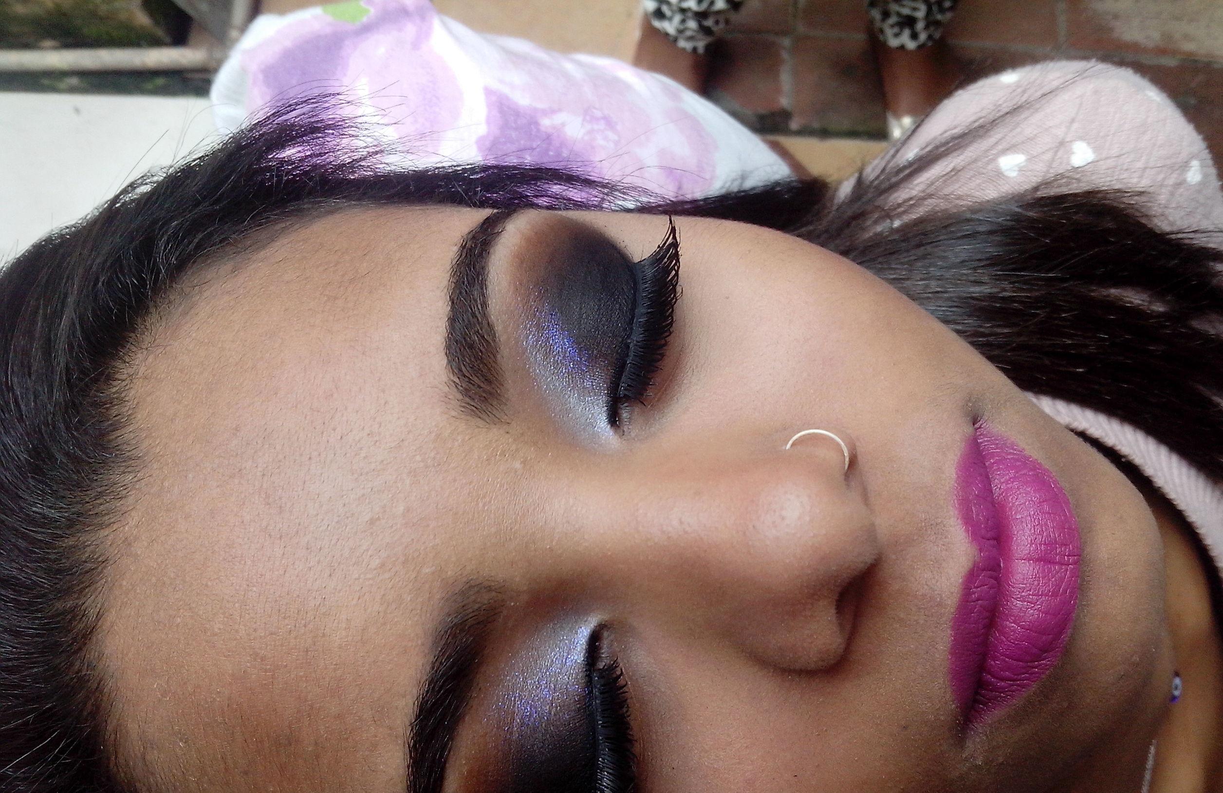 make debutante  maquiador(a) designer de sobrancelhas recepcionista caixa vendedor(a)