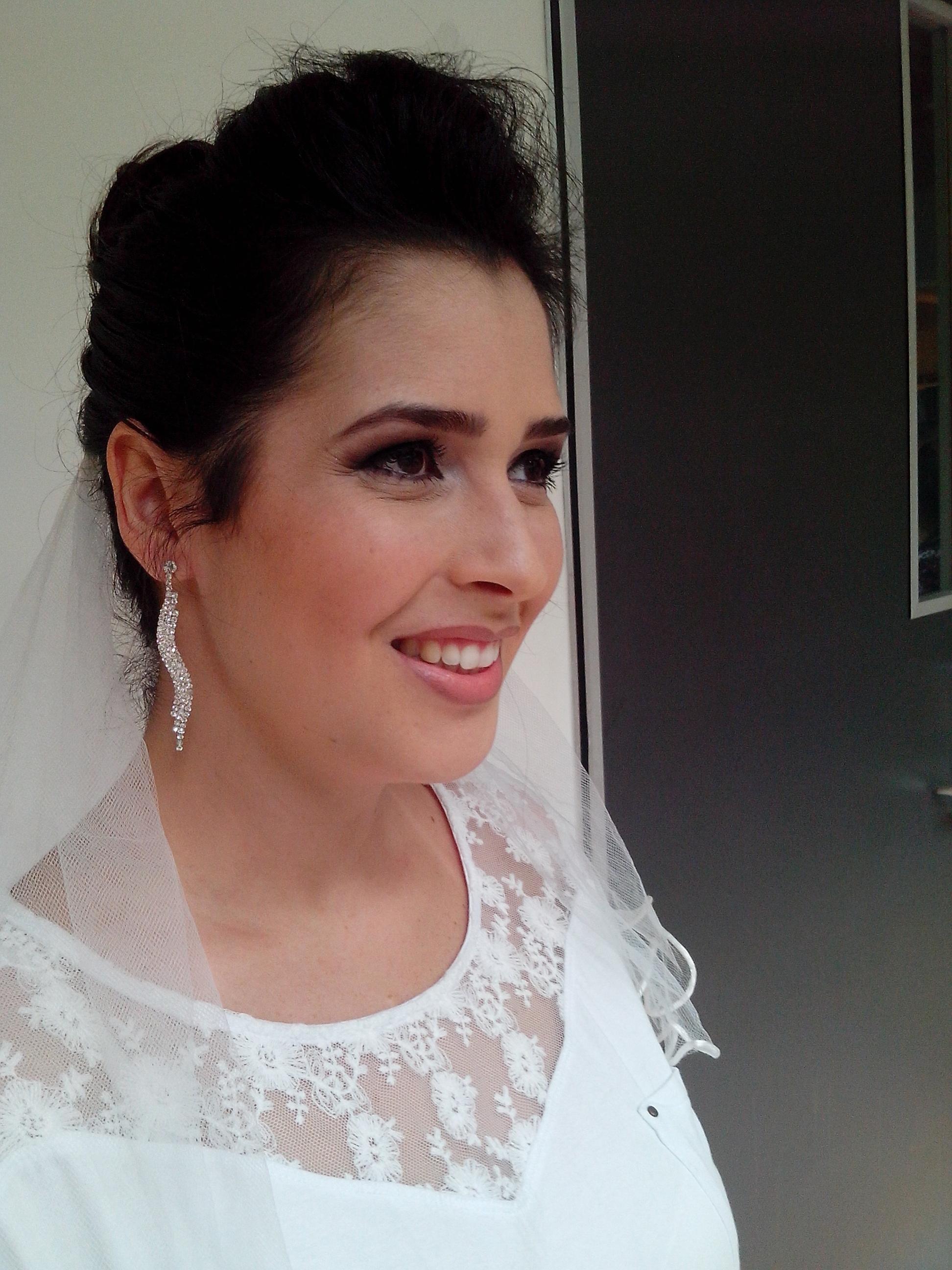 noiva maquiador(a) designer de sobrancelhas recepcionista caixa vendedor(a)