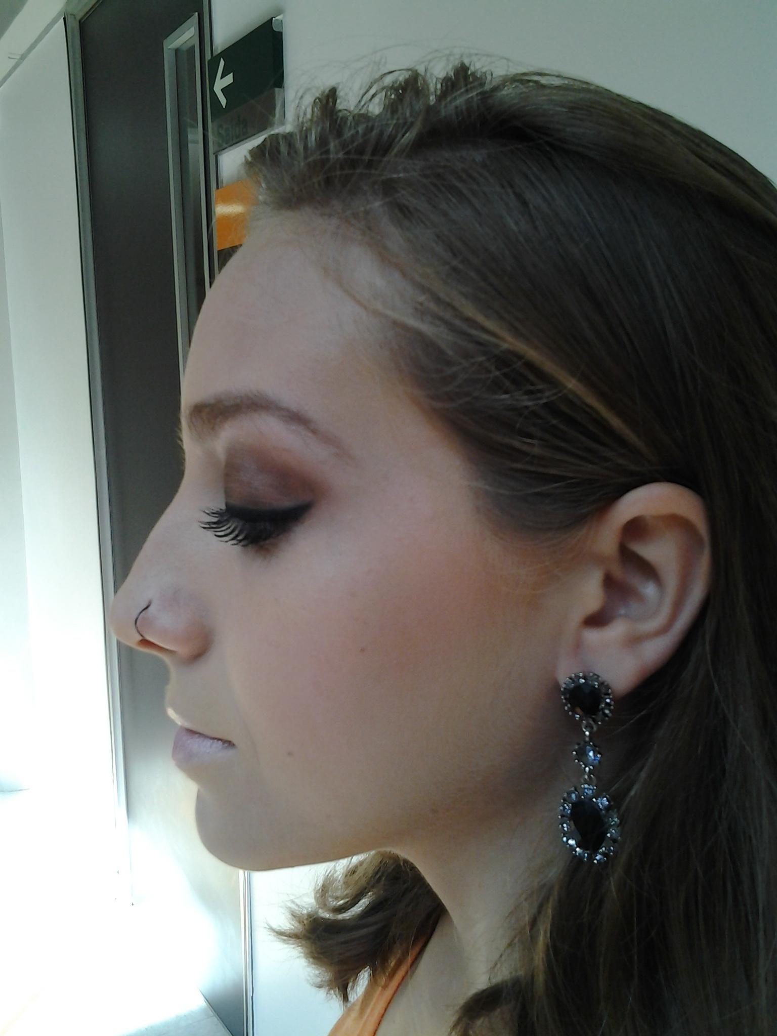 make social maquiador(a) designer de sobrancelhas recepcionista caixa vendedor(a)