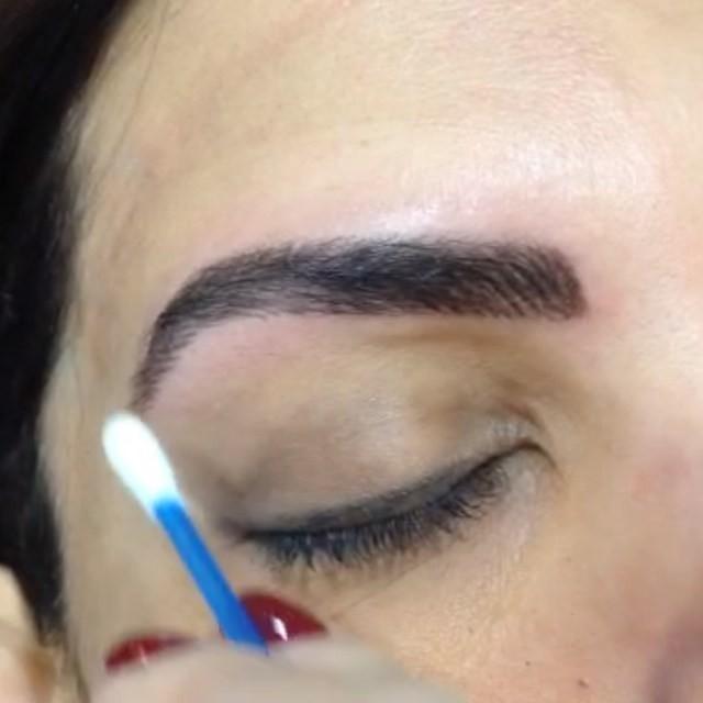micropigmentação  cabeleireiro(a) designer de sobrancelhas maquiador(a) stylist / visagista dermopigmentador(a)