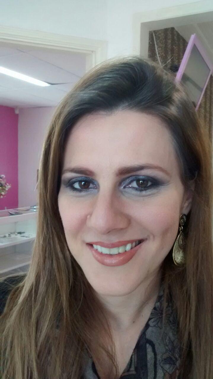 Depois maquiador(a) consultor(a) em negócios de beleza
