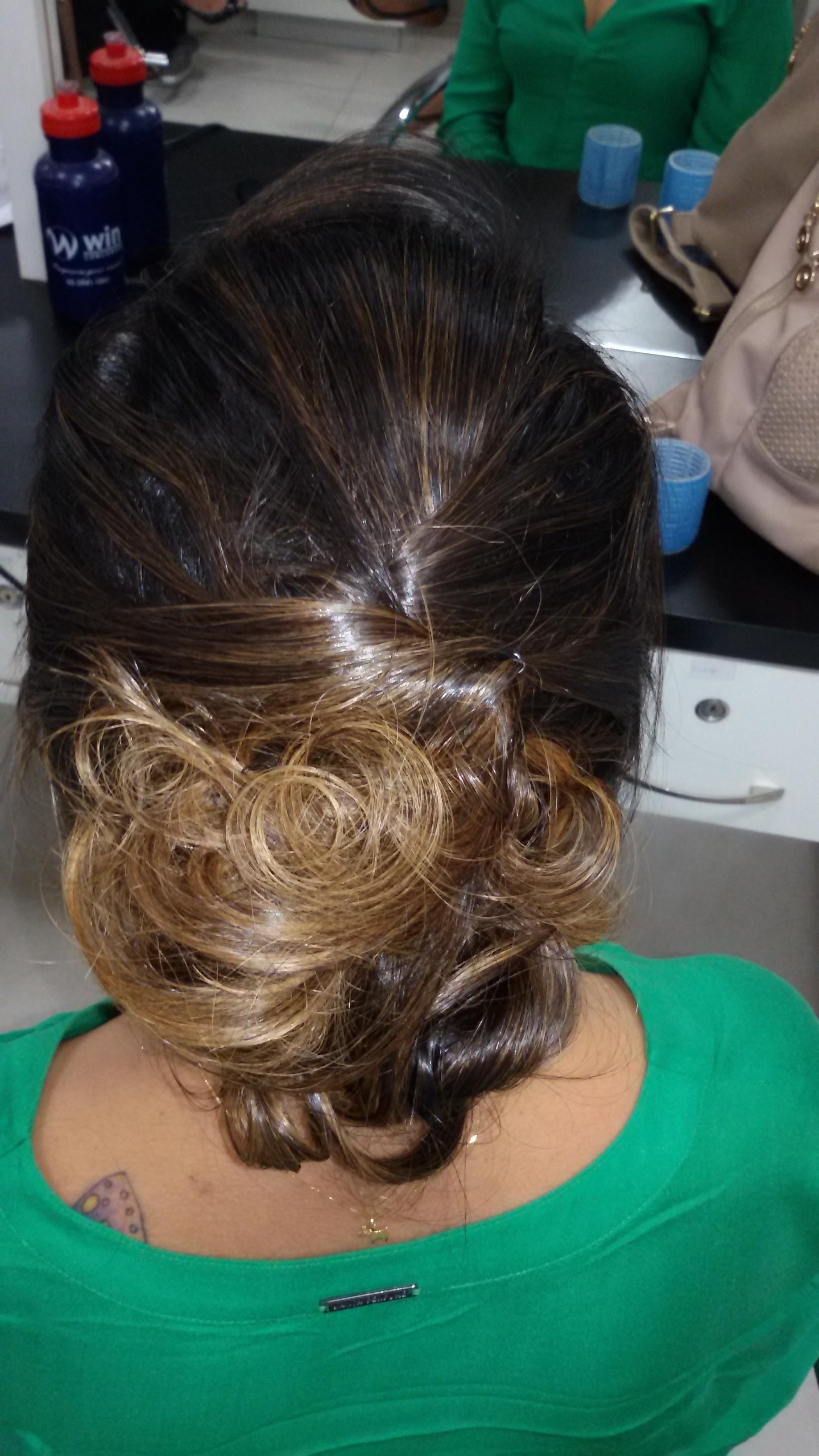 Penteado,  cabeleireiro(a) stylist maquiador(a) massagista visagista