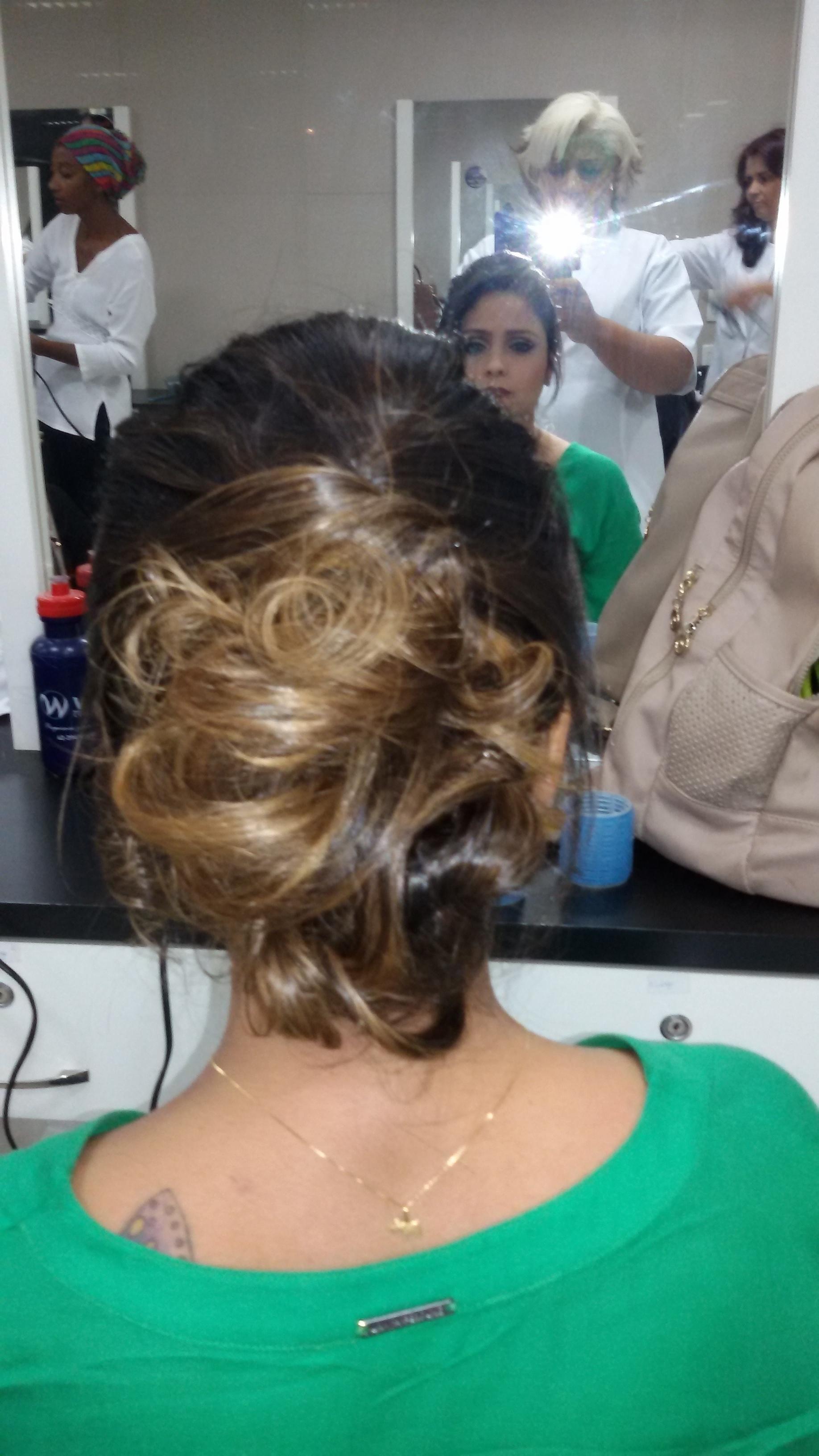 Trabalho de Vani Gomes.  cabeleireiro(a) stylist maquiador(a) massagista visagista