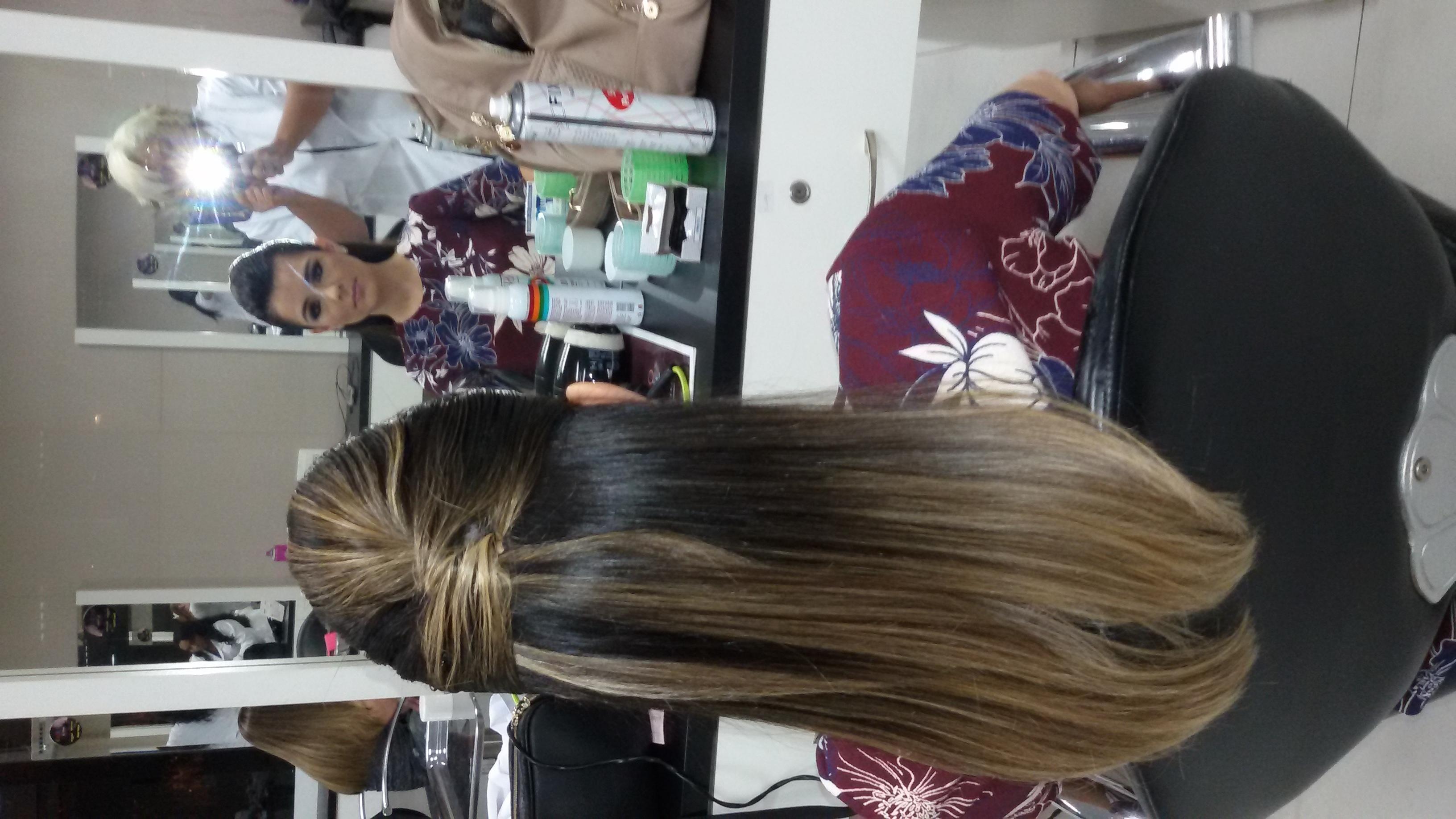 Trabalho de Vani Gomes.  Penteado moicano liso simples.  cabeleireiro(a) stylist maquiador(a) massagista visagista