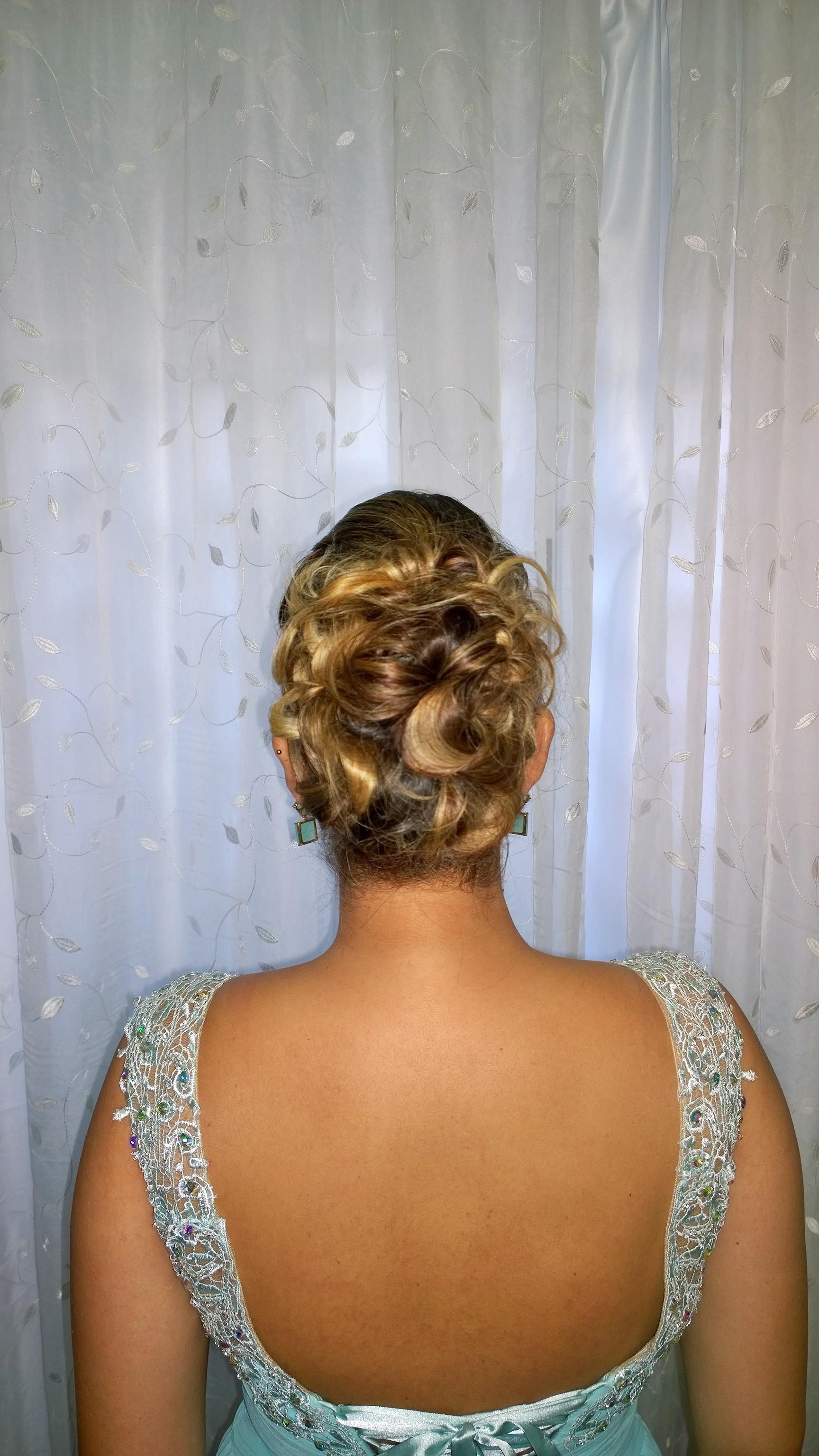 festa, coque, penteado cabelo  maquiador(a)