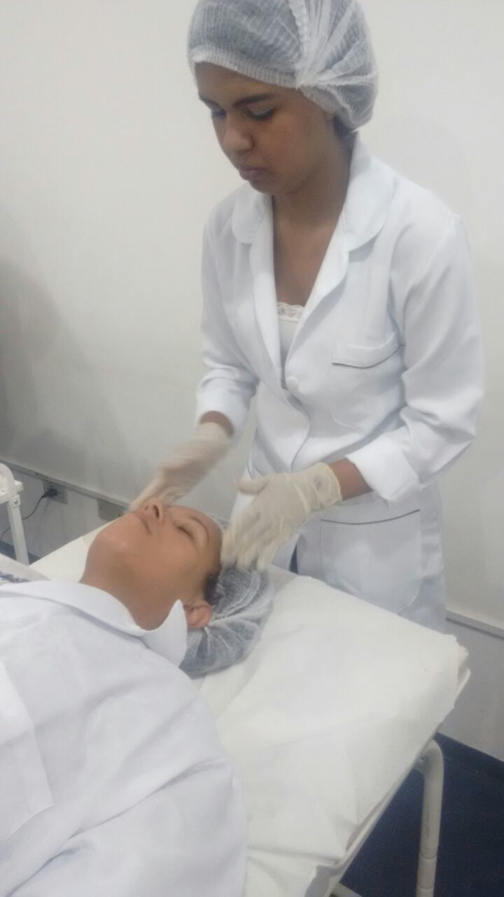 Procedimento Foi feita uma Limpeza de pele profunda na pele acneica , procedimenso feito no curso profissionalizante de estética fácil que é concluído no mês de Agosto .