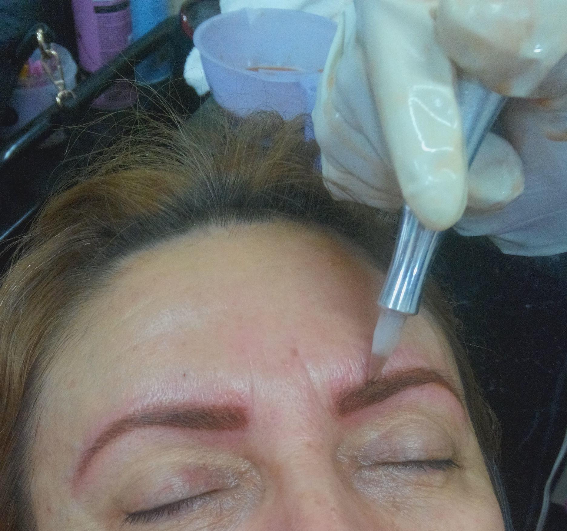 empresário(a) / dono de negócio cabeleireiro(a) designer de sobrancelhas maquiador(a) micropigmentador(a) visagista