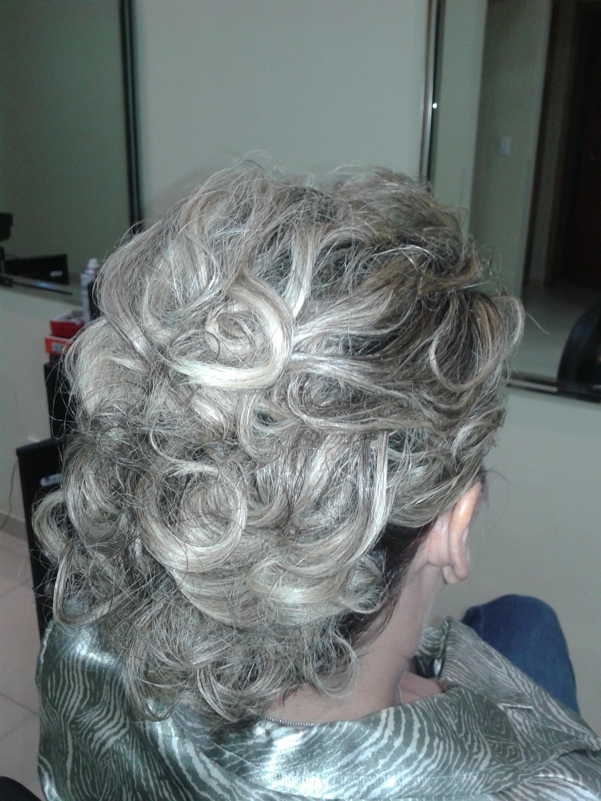 cabeleireiro(a) maquiador(a) stylist