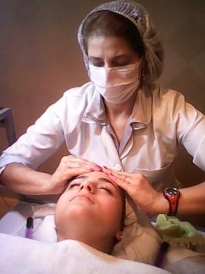 Higienização facial. Limpei o rosto da cliente com o sabonete liquido com algodão,embebido  em água filtrada,feiz a esfoliação com esfoliante de apricó,tonifiquei com tônico sem alcool,hidratei  e  usei o bloqueador,(fps 30). estetica esteticista consultor(a) de estetica cosmetólogo(a)