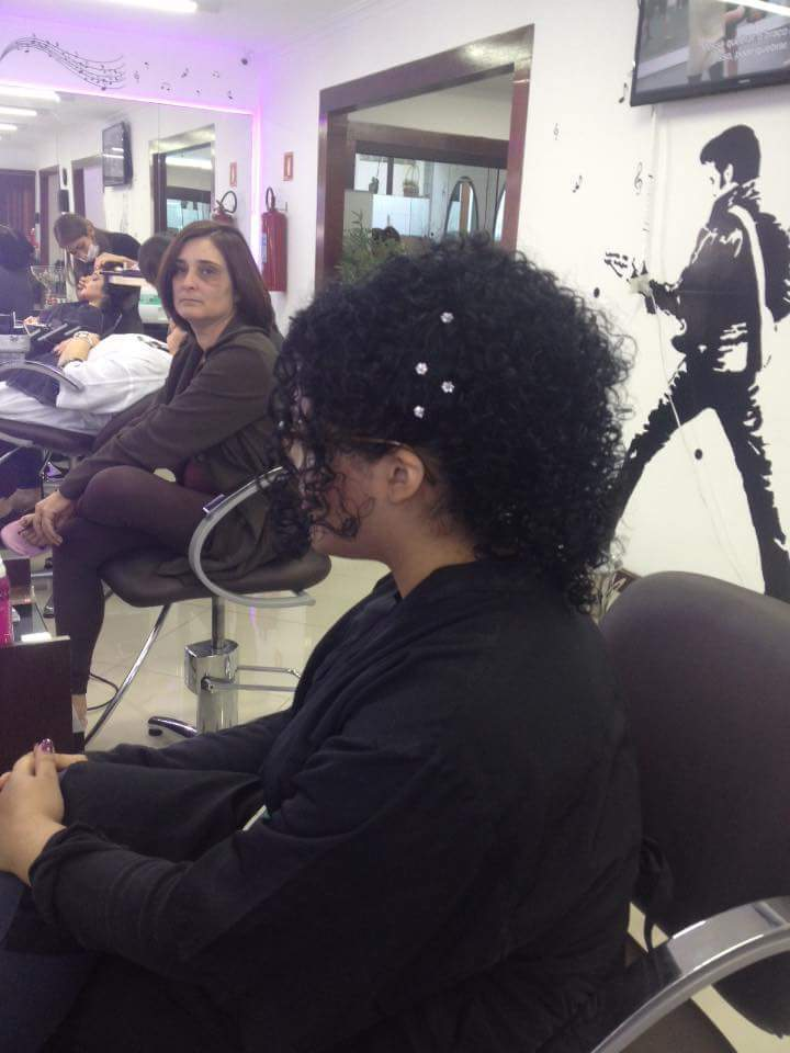 Penteado ao cacheado natural cabeleireiro(a) barbeiro(a)