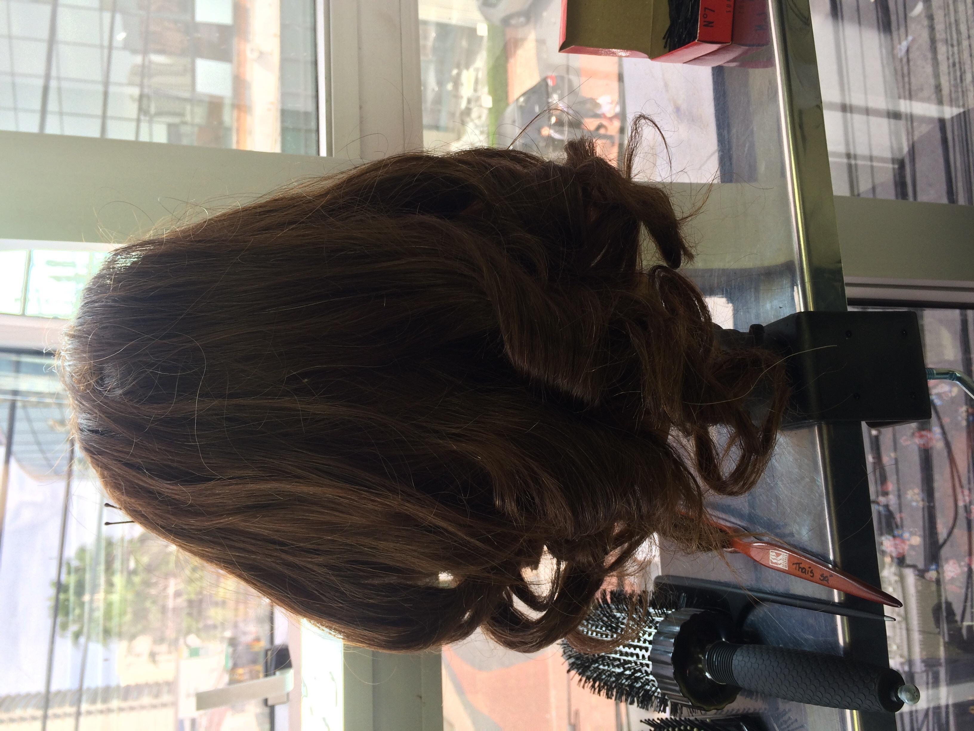 Cabelo finalizado com rolinho auxiliar cabeleireiro(a)