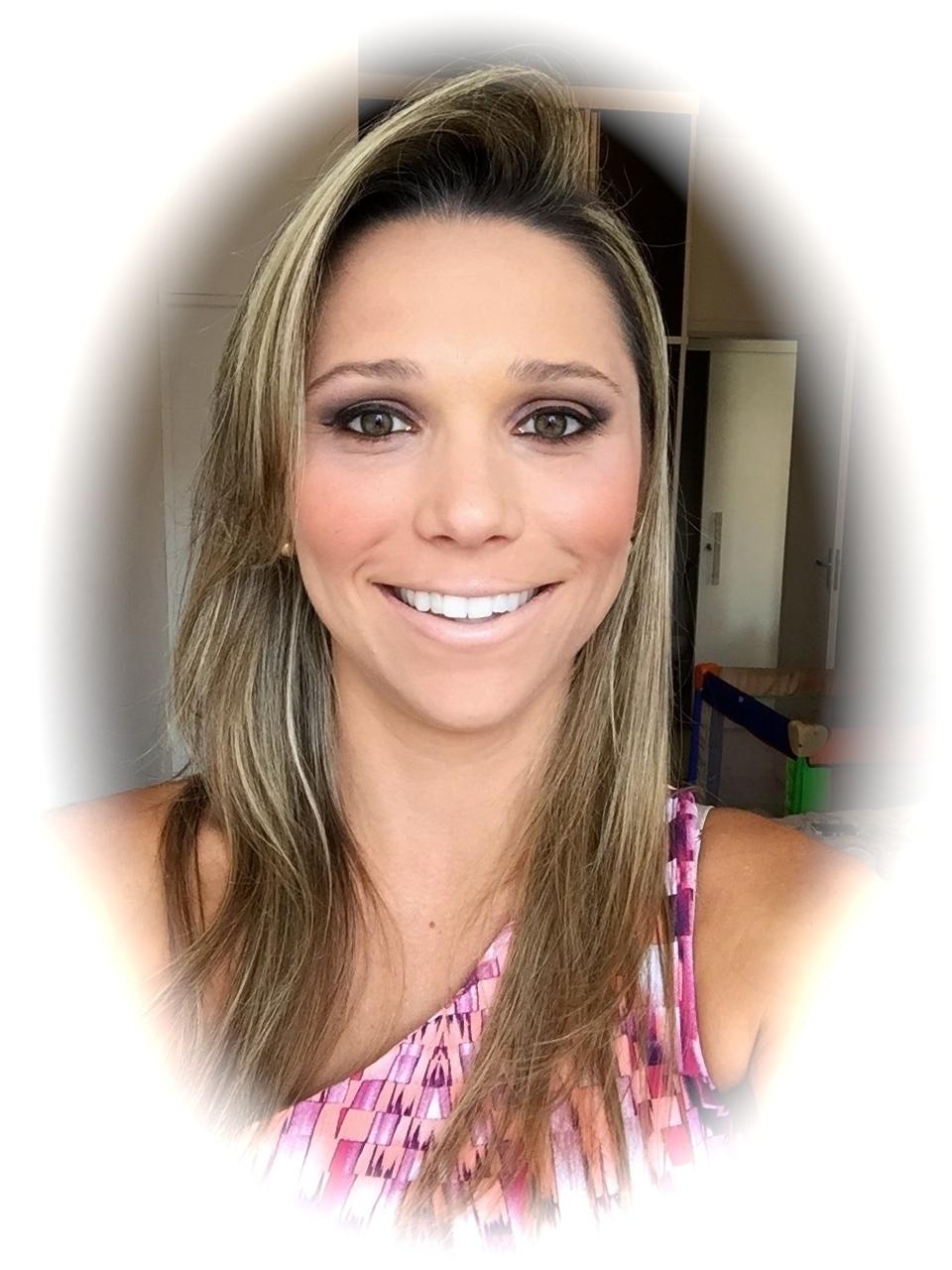 Modelo: Suellen Vianna Paula Benaion maquiador(a) empresário(a) / dono de negócio