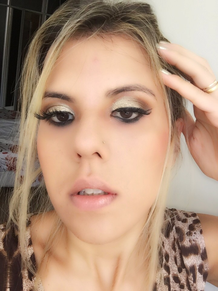 Make - Paula Benaion dourado, marrom maquiagem  maquiador(a) empresário(a) / dono de negócio
