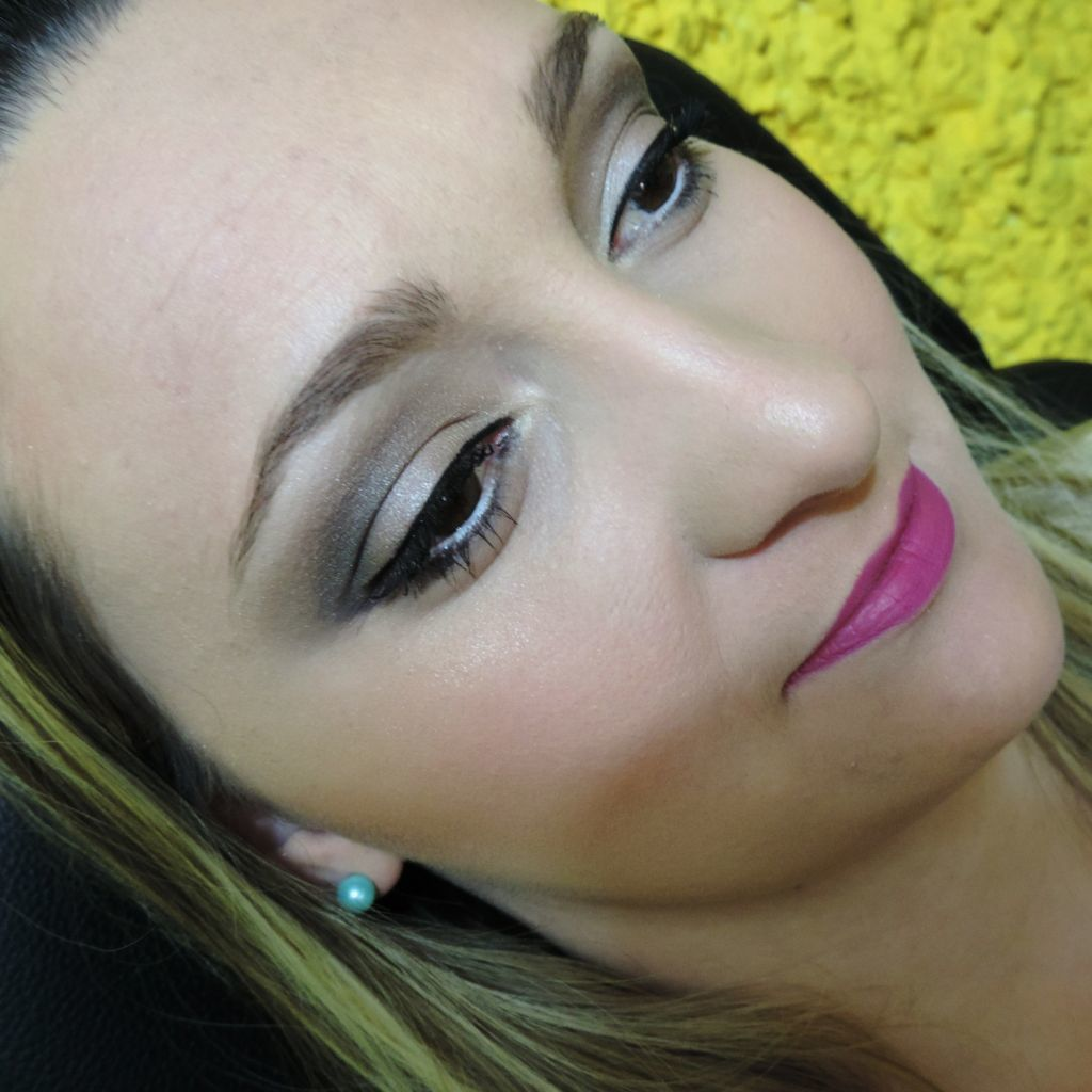 #maquiagem suave e #esfumada.  maquiador(a) depilador(a) designer de sobrancelhas