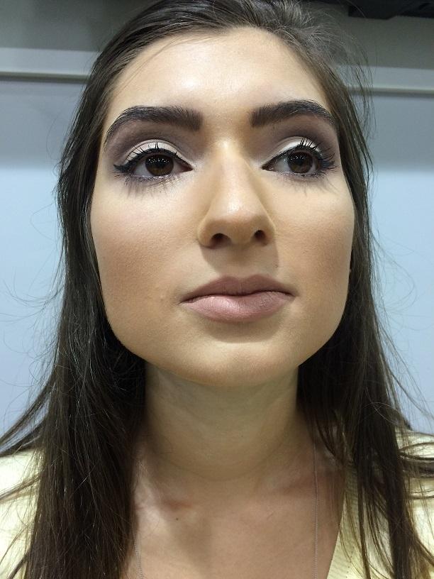 social branco, delineado  designer de sobrancelhas assistente maquiador(a) maquiador(a)