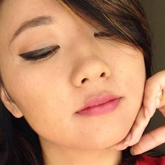 Delineado  maquiador(a) designer de sobrancelhas
