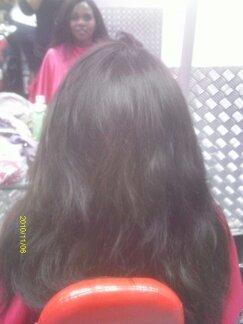 Cabelo Alongado com nó italiano Acabamento de frente e lateral com fio solto. Não utilizando telas. maquiador(a) cabeleireiro(a)