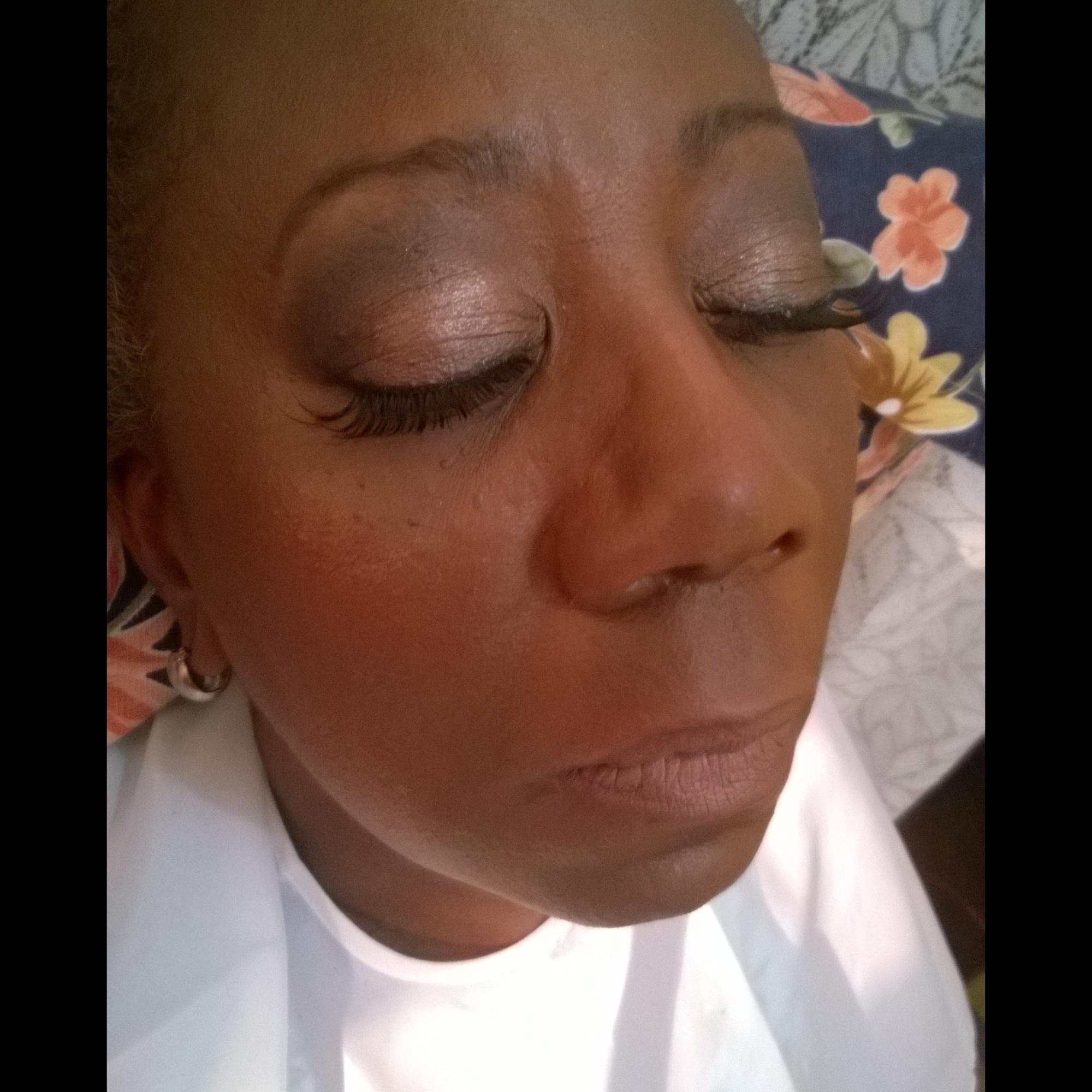 Maquiagem em pele negra madura maquiador(a) cabeleireiro(a)