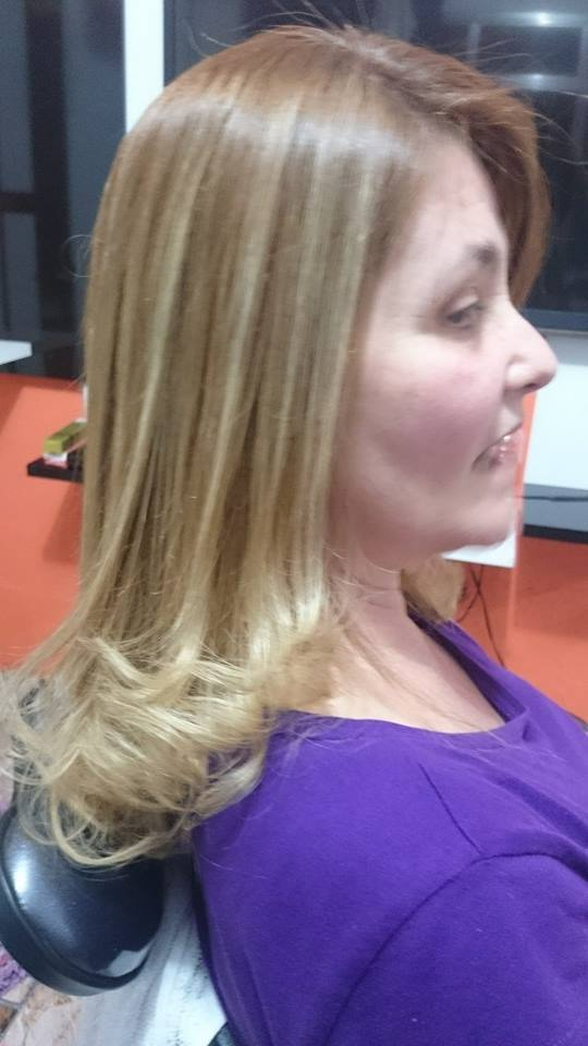 Retoque de raiz ( luzes)  e escova progressiva  auxiliar cabeleireiro(a)