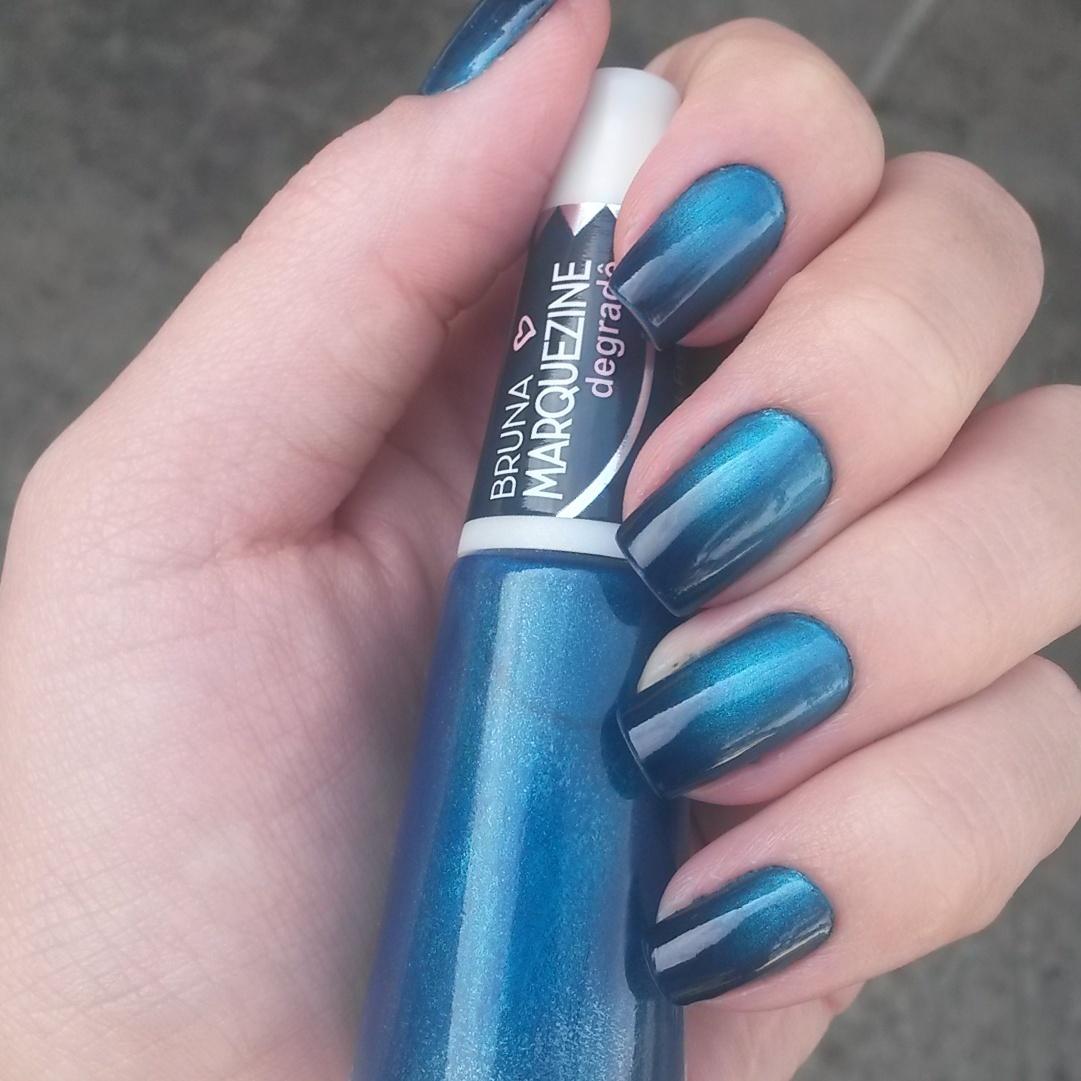 Bruna Marquezine, azul preto.  minha unha  degradê,  unhas  manicure e pedicure depilador(a)