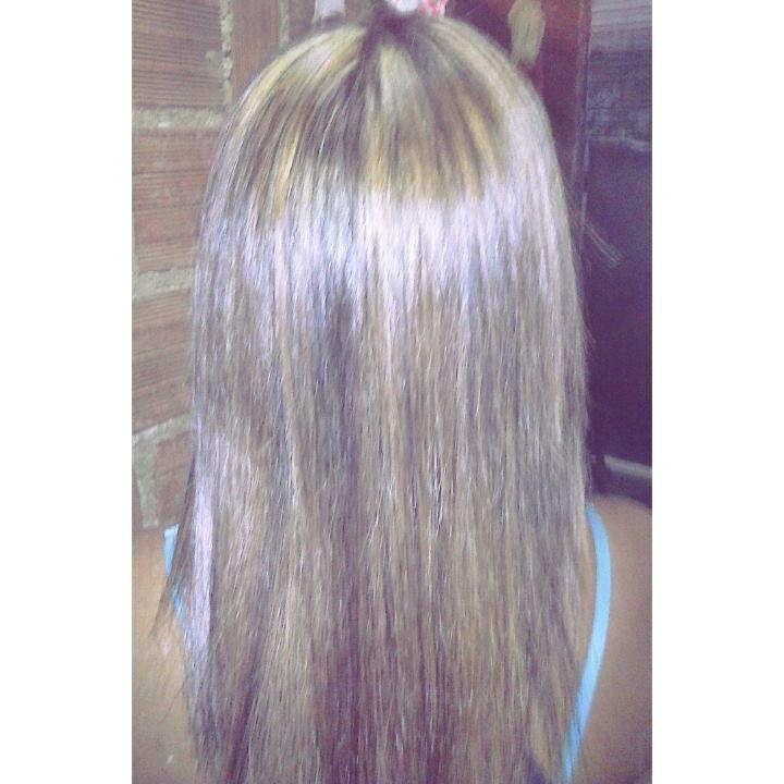 luzes feitas em um cabelo que já continham tintura preta recentemente