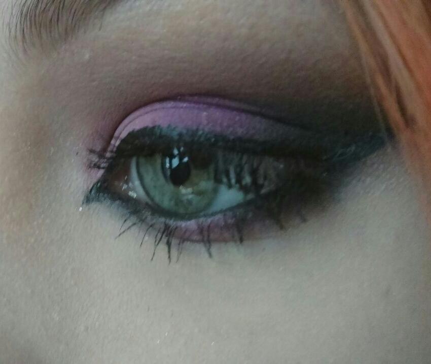 Tons de lilás Nessa maquiagem foi usada técnica de transição de cores com tons de rosa e lilás  maquiador(a)