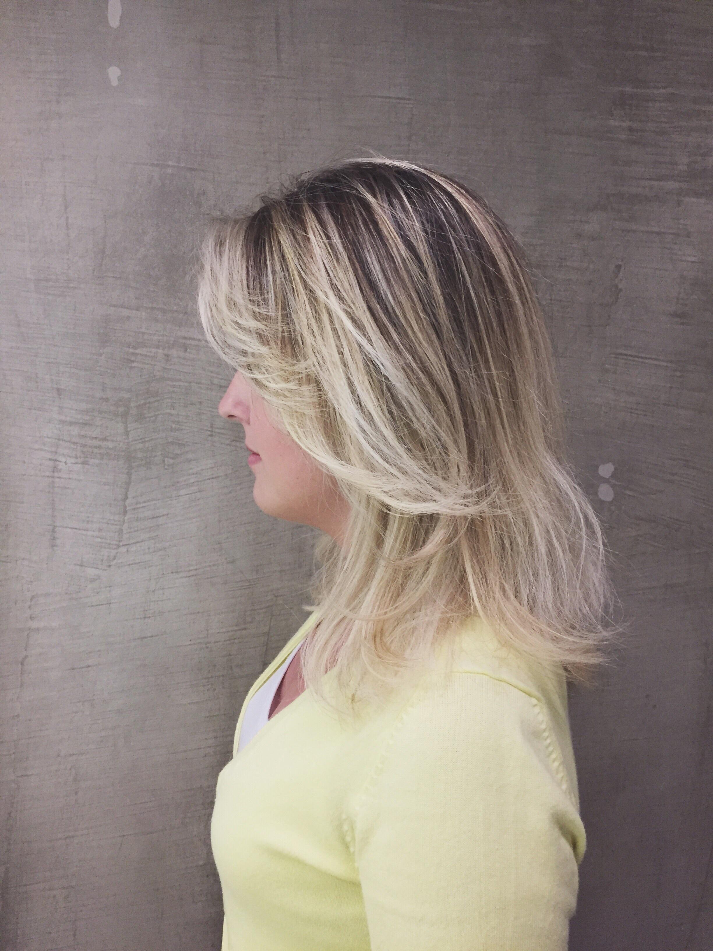 Ombre cabeleireiro(a) maquiador(a)