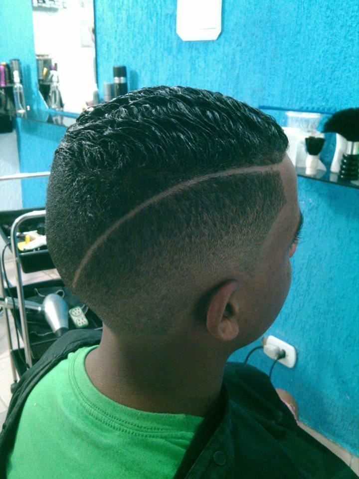 CORTE MASCULINO  DESFACE BAIXO COM RISCA EM DIAGONAL  cabeleireiro(a)