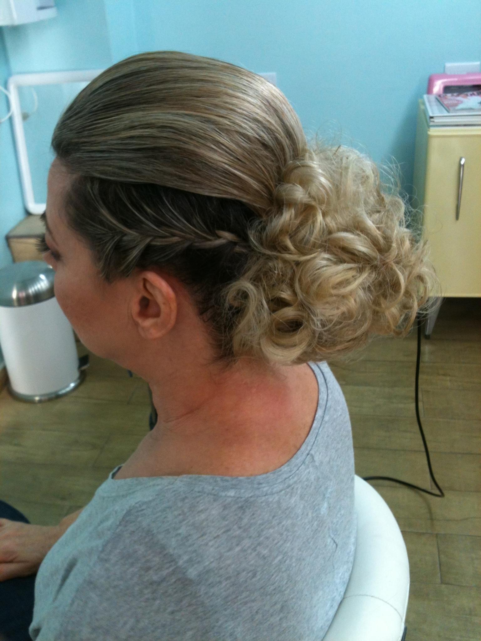 penteado, coque, transa  cabelo  cabeleireiro(a) maquiador(a)
