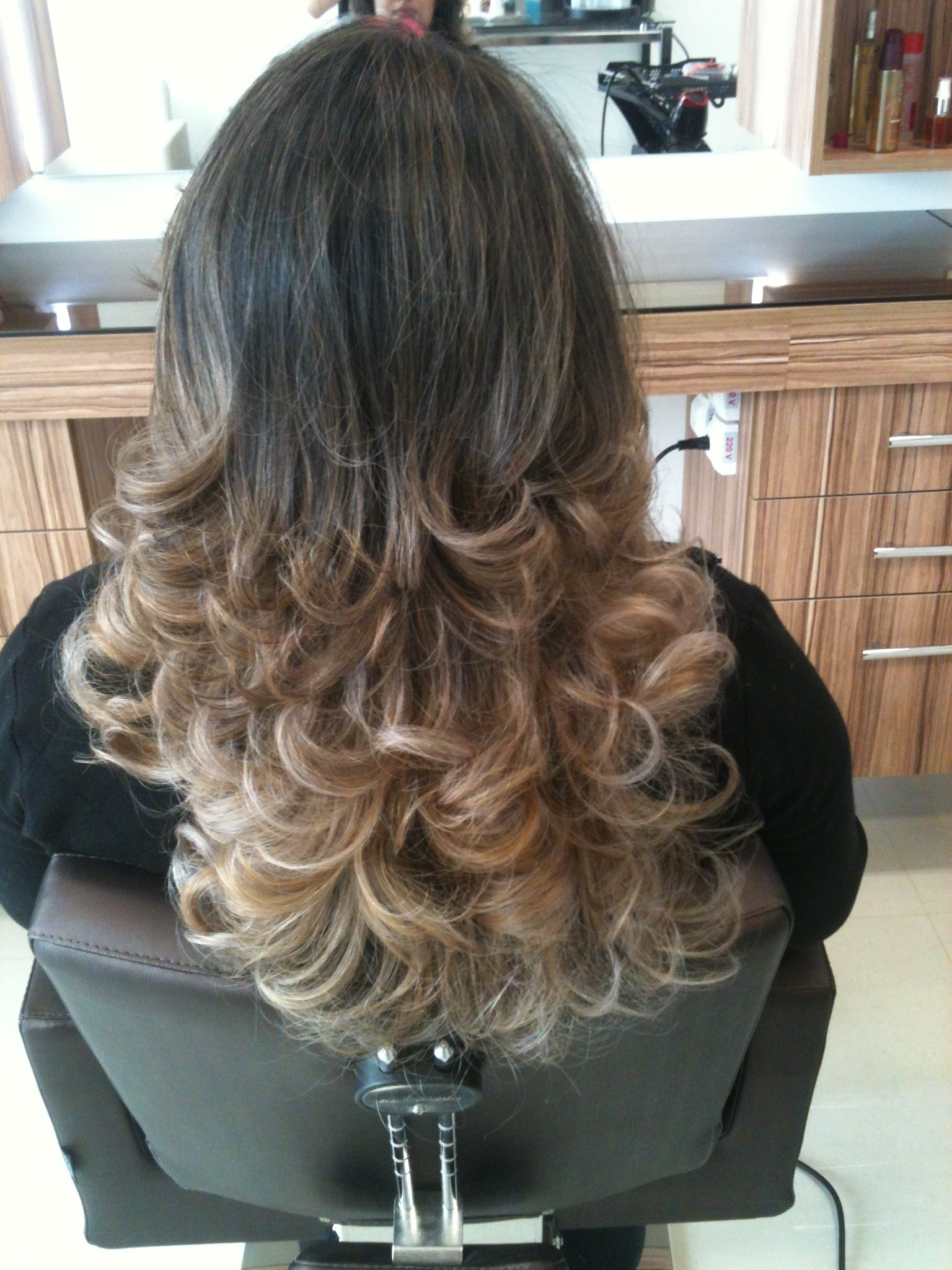 ombre hair, loiro escuro cabelo  cabeleireiro(a) maquiador(a)