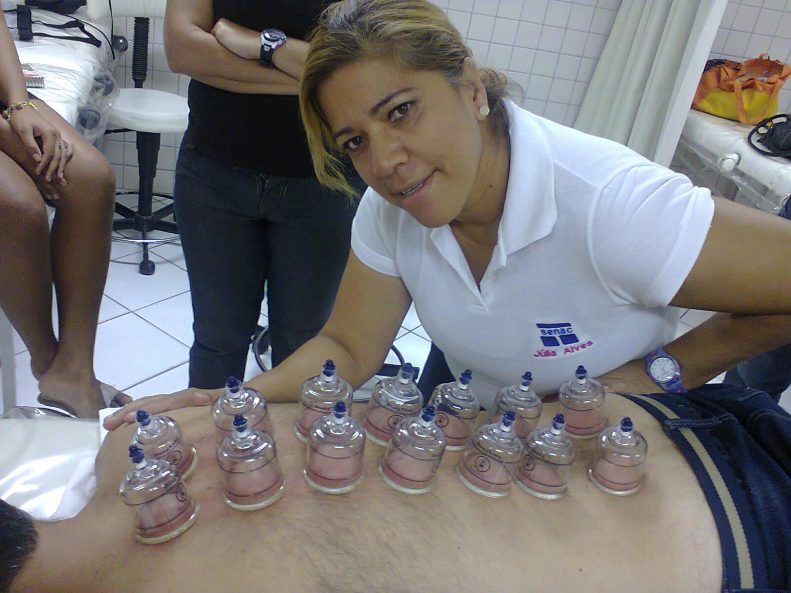 esteticista massoterapeuta designer de sobrancelhas aromaterapeuta