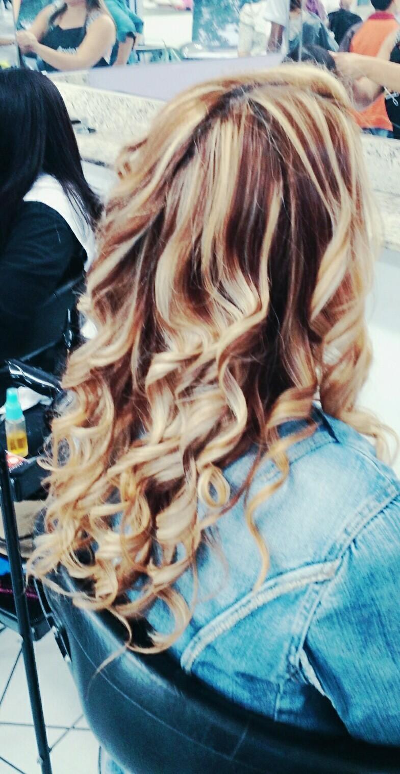 mechas, loiro cabelo  auxiliar cabeleireiro(a)