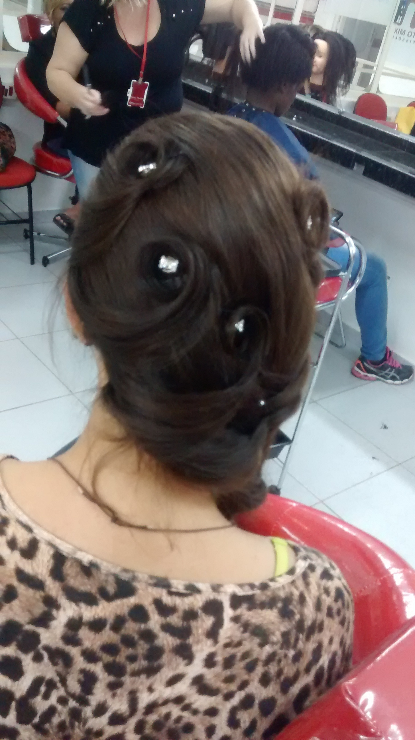 auxiliar cabeleireiro(a) estudante manicure e pedicure